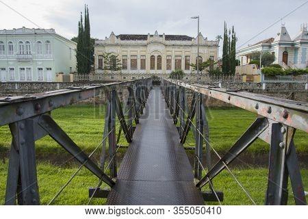 Sao Joao Del Rei, Minas Gerais, Brazil - March 05, 2016: Steel Bridge In The Colonial City Of Sao Jo