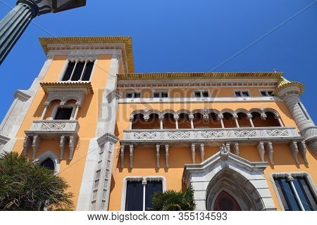 Portugal Landmark. Casa L. Perestrelo De Vasconcelos, Neo-manuelline Style Architecture Mansion In C