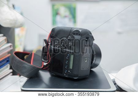 Digital Camera Is A Camera That Is Widely Used By The World Community .professional Digital Camera A