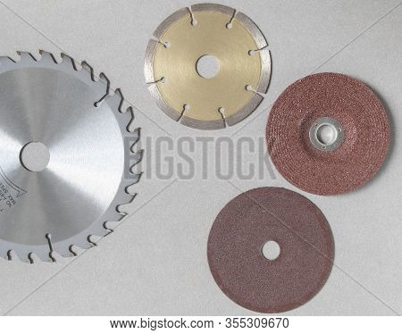 Blur golden concrete cutting disc with inner hole Red brown steel grinding wheels Circular saw blade