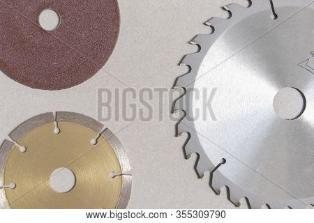 Circular Saw Blades For Wood Have Teeth Of Serrated Blades All Around And Concrete Cutting Disc With