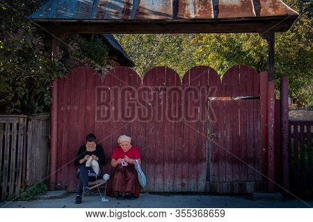 Maramures, Romania - October 10, 2014: Unknown People Working The Wool In Region Of Maramures, The I