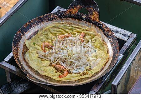 Vietnamese Famous Street Food- Crispy Sizzled Pan Cake- Banh Xeo