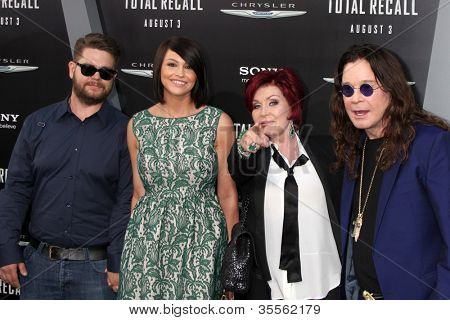 LOS ANGELES - AUG 1:  Jack Osbourne, his wife, and Sharon & Ozzy Osbourne arrives at the