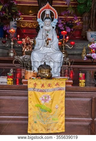 Guilin, China - May 11, 2010: Qixia Buddhist Temple In Seven Star Park. White Statue Of Guan Yin God