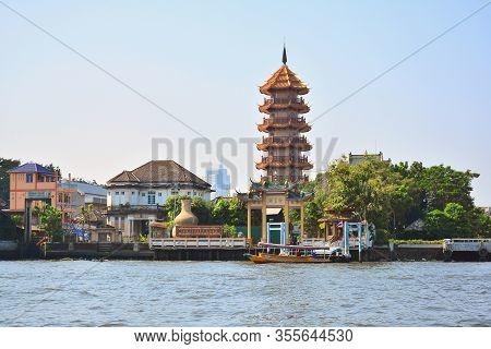 Bangkok, Th - Dec. 12: Chee Chin Khor Temple Facade On December 12, 2016 In Chao Phraya River, Bangk