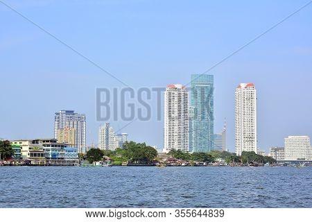 Bangkok, Th - Dec. 12: Chao Phraya River Surrounding Buildings On December 12, 2016 In Bangkok, Thai