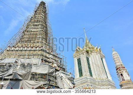 Bangkok, Th - Dec. 12: Wat Arun On December 12, 2016 In Bangkok, Thailand. Wat Arun Or Temple Of Daw
