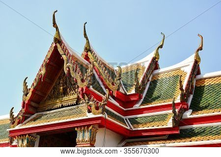 Bangkok, Th - Dec. 12: Wat Arun Temple Facade On December 12, 2016 In Bangkok, Thailand. Wat Arun Or