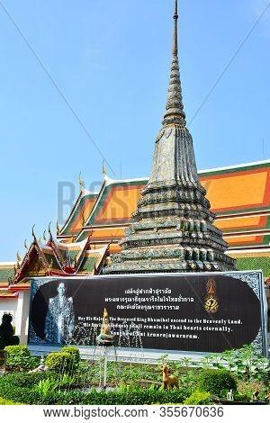 Bangkok, Th - Dec. 12: Wat Arun Central Spire On December 12, 2016 In Bangkok, Thailand. Wat Arun Or