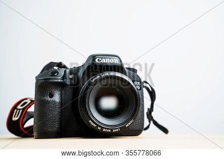 Digital camera lens focus dslr photography aperture