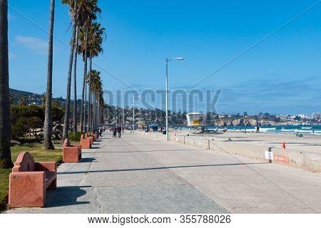 La Jolla, California/usa - April 28, 2018:  People Walk On The Boardwalk At La Jolla Shores Park Wit
