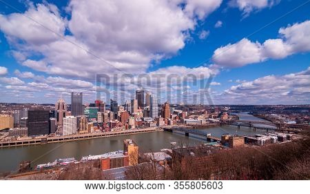 Pittsburgh, Pennsylvania, Usa 3/15/20 Downtown Pittsburgh And Bridges Over The Monongahela River Wit