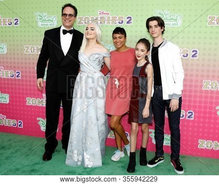 LOS ANGELES - JAN 25:  Diedrich Bader, Meg Donnelly, Carly Hughes, Julia Butters, Daniel DiMaggio at the