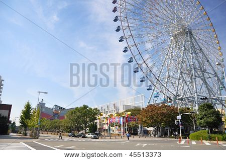 Kyoto- Oct 23: Ferris Wheel In Tempozan Harbor Village - Osaka, Japan