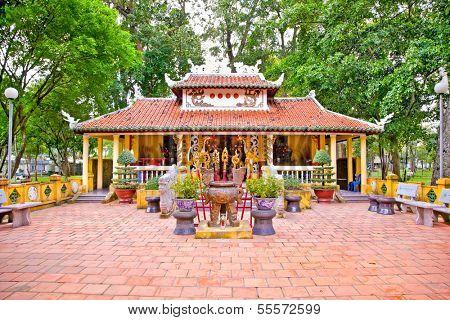 Den Tuong Niem Cac Vua Hung Temple in Tao Dan Park, Ho Chi Minh or Saigon, Vietnam. poster