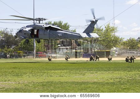 MH-60S helicopters from Helicopter Sea Combat Squadron Five with US Navy EOD team landing