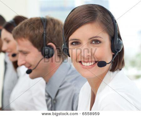 Vrouwelijke klantenservice In een Call Center