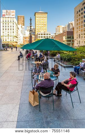 SAN FRANCISCO, USA - SEPTEMBER 27: Unidentified people at Union Square in Downtown of San Francisco on September 27, 2013 in San Francisco, California. Union Square is the heart of San Francisco.
