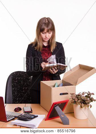 Dismissed Girl In Office Goes Through Personal Belongings