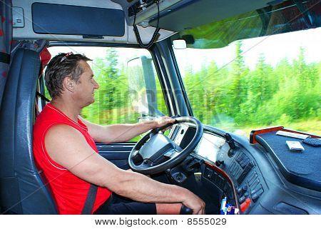 De bestuurder achter het stuur van de Truck