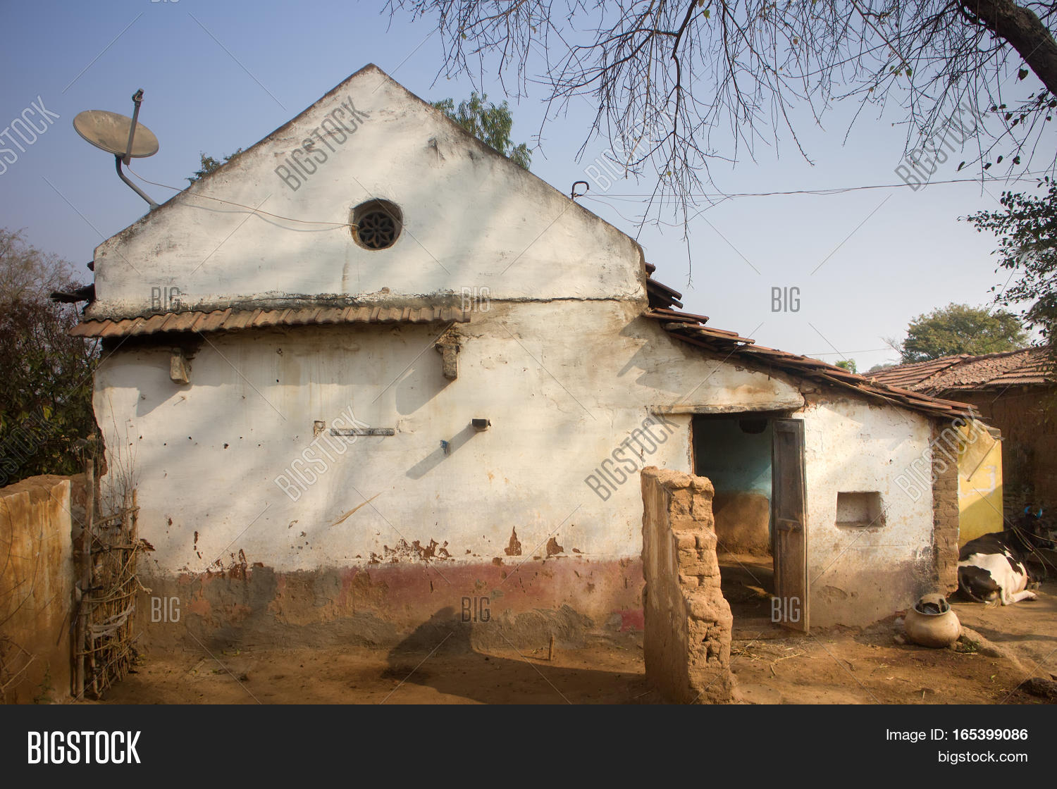 Poor Indian Household Farm House Crumbling In Yard Andhra Pradesh Anantapur
