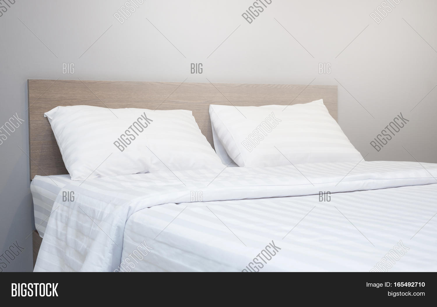 White Bedding Pillow Image & Photo (Free Trial) | Bigstock