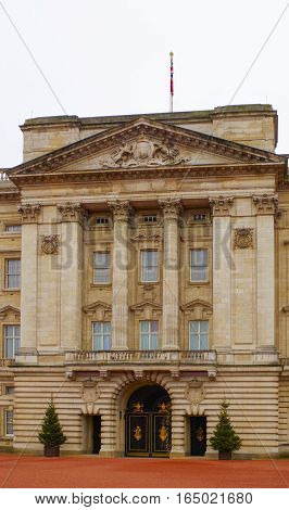 Buckingham Palace, the entrance to the building.