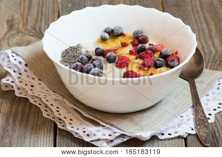 oatmeal with chia seeds and mixed berries