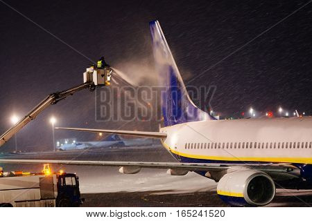 Deicing Plane With Glycol