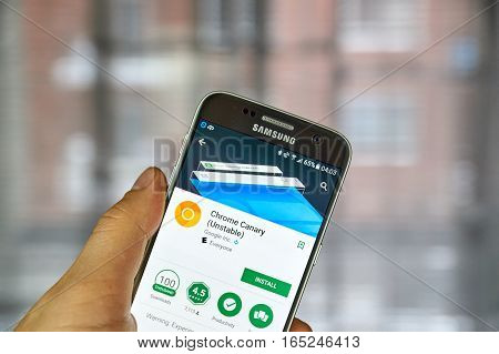 MONTREAL CANADA - DECEMBER 23 2016 : Google Crome Canary on Samsung S7 screen. Chrome Canary is a mix of Chrome developer build and the Chromium snapshot builds.