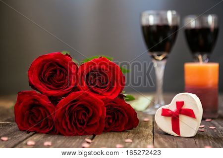 mothers day-red roses on wooden board with copy space for text