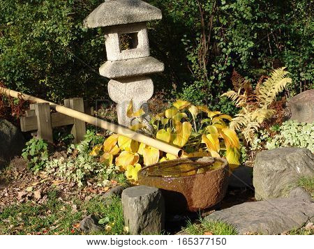 Key elements used in Japanese garden design: stones, water, plants and ornaments.
