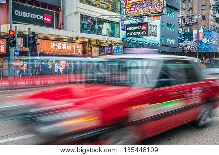 Hong Kong China - 26 Mars 2015: Crowded street view with traffic and red taxi