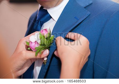 wedding boutonniere on suit of the groom. wedding details