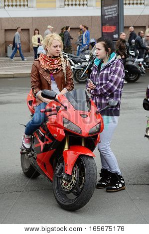 10.05.2014.Russia.Saint-Petersburg.In the cityon Palace squarea festival of bikers.