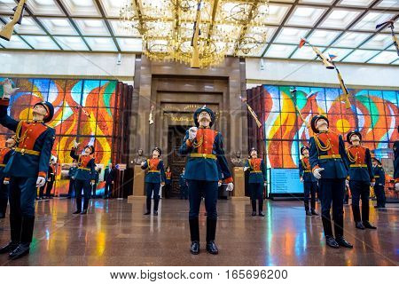 MOSCOW RUSSIA - DECEMBER 24 2016: Demonstration performances of The Honor Guard of the 154 Preobrazhensky Regiment. The Hall of Fame of the Museum of the Great Patriotic War on Poklonnaya Hill.