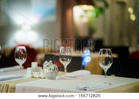 table for event with flower vases towels and wine glasses