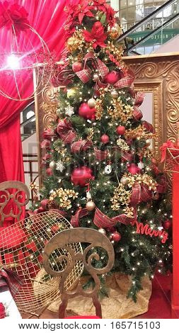 Christmas tree Christmas vacation red love of family kindness