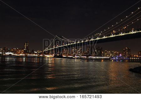 Brooklyn bridge in the glittering lights at night