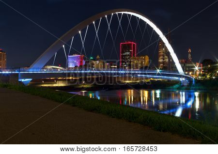 Walking bridge over the Des Moines river