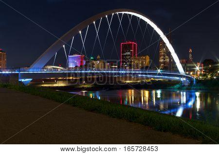Walking bridge over the Des Moines river