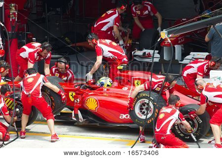 Felipe Massa having a trial pitstop