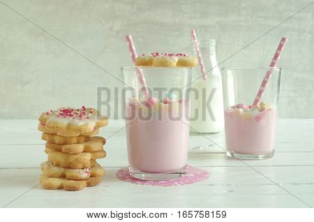 strawberry milk with marshmallow and home made cookies