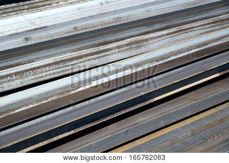 metal quadratic profile lies in a heap