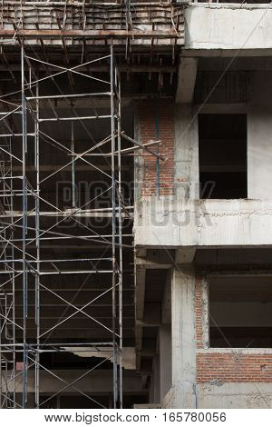 The iron scaffold with the buiding under construction