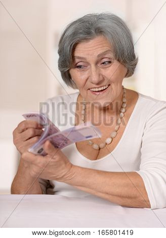 Portrait of a mature woman with money, close up