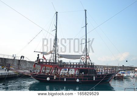 turist's ship waiting for a walk in the sea