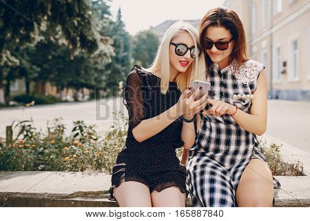 models walk the city, enjoy the gadgets do self and drink cocktails