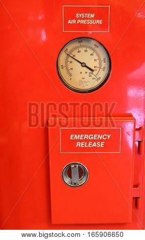 Round Pressure Gauge